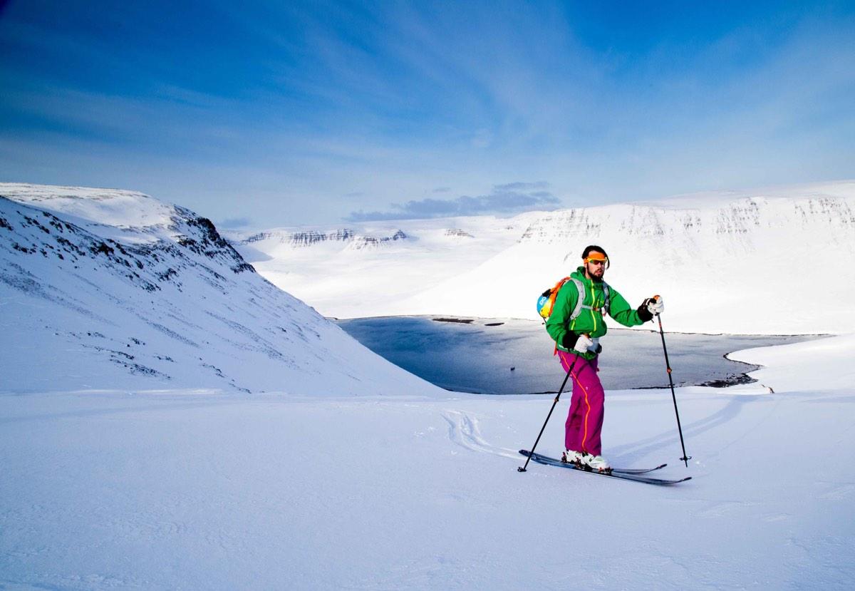 Op eigen kracht skitouren we naar boven copy