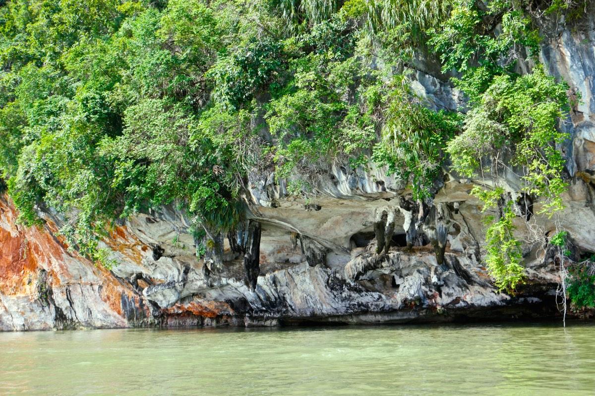 Phang_Nga_bay_rocks