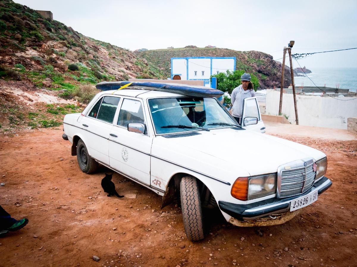 Eén van ons vertrekt vroegtijdig met deze moderne taxi Mirleft.jpg
